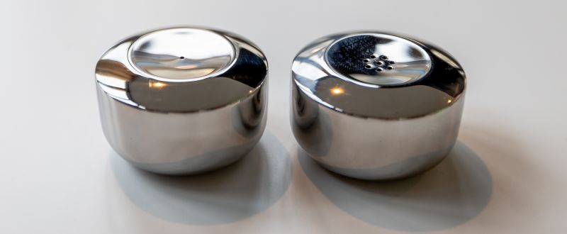 Salt & Pepper Shaker Moto by Budde Burkandt Design Studio